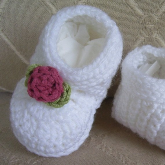White booties with rose pattern