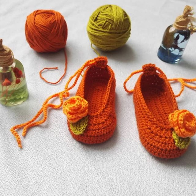 One of my favorite knitting shoe patterns. I'm working on this pattern. I hope to share it with you shortly.