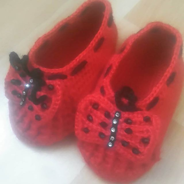 A very nice knitted shoe pattern for girls.
