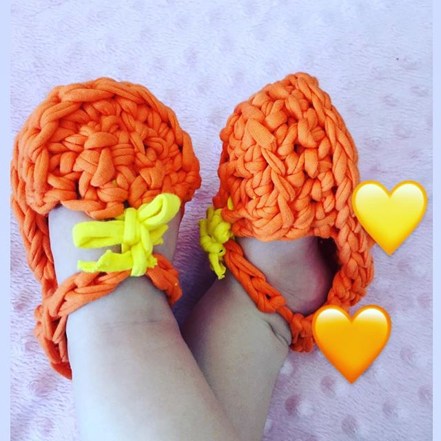 Sweet knit shoes for girls