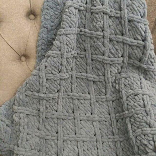 Diamond patterned baby blanket