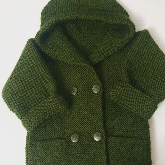 We have already shared a similar pattern, knitted hoodie design for babies.