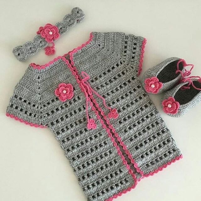 I told you I'd add some crochet molds. beautiful knit set of headband, cardigan and booties. But I'm not sure it's the right choice for colors.